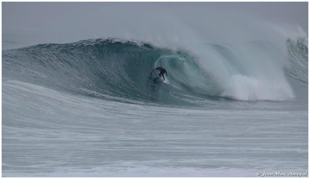 Photographe : Jean Marc Amoyal - surfeur : Nelson Cloarec