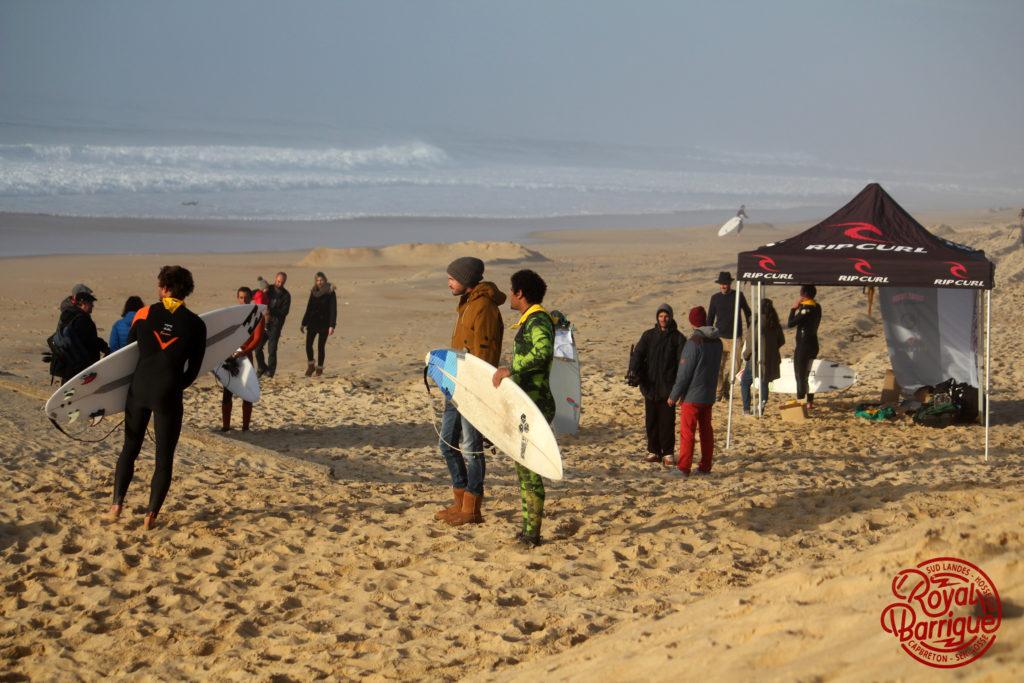 Photographe : Estim Association - surfeurs (de gauche à droite) : Arnaud Binard, Maxime Huscenot, Thomas Baché, Thomas Oued El Maalem, Jean Seb Estienne
